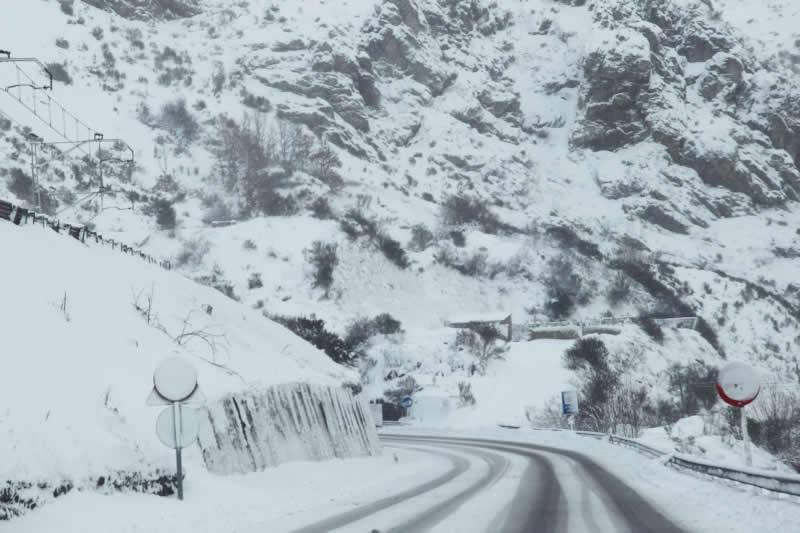 carreteras cortadas por nieve